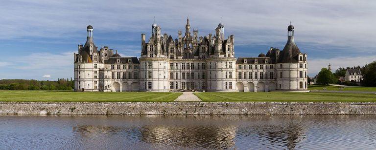 Chambord_Castle_Northwest_facade.jpg