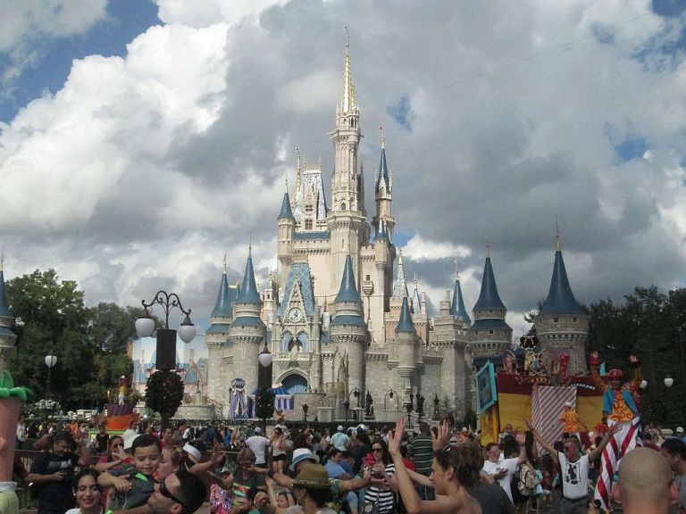 Cinderella_Castle_at_Magic_Kingdom_Walt_Disney_World.jpg